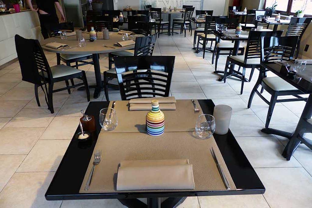 Chemins et sets de table pour horeca en simili cuir