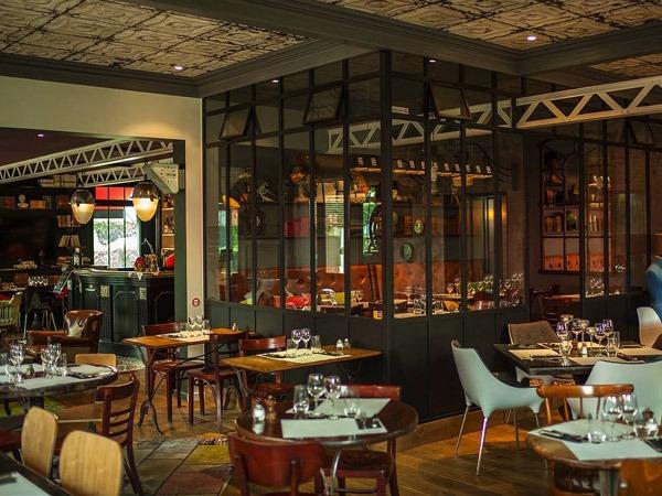 Banquette en cuir d'un restaurant à Paris