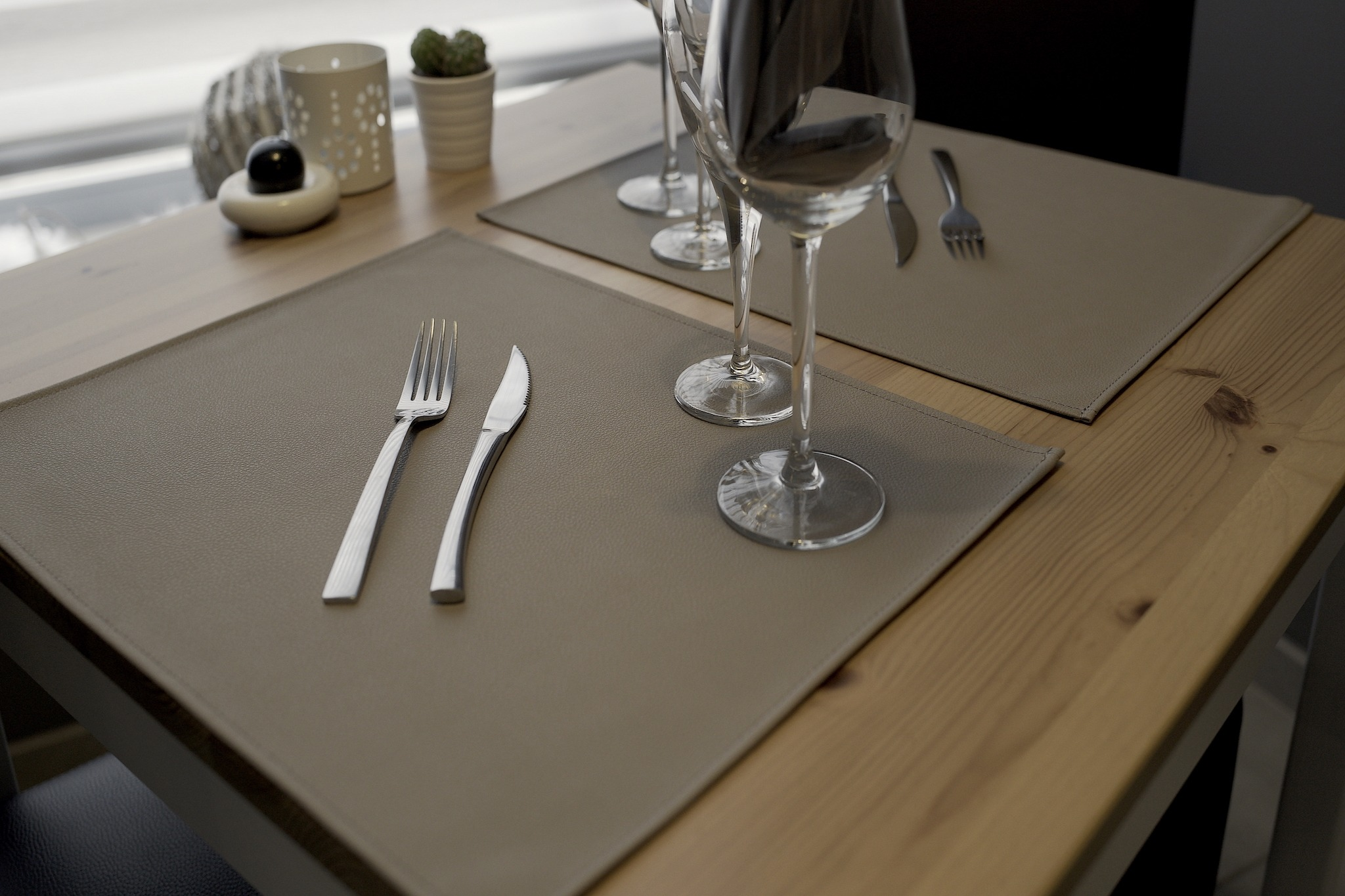 set de table simili cuir beige basic